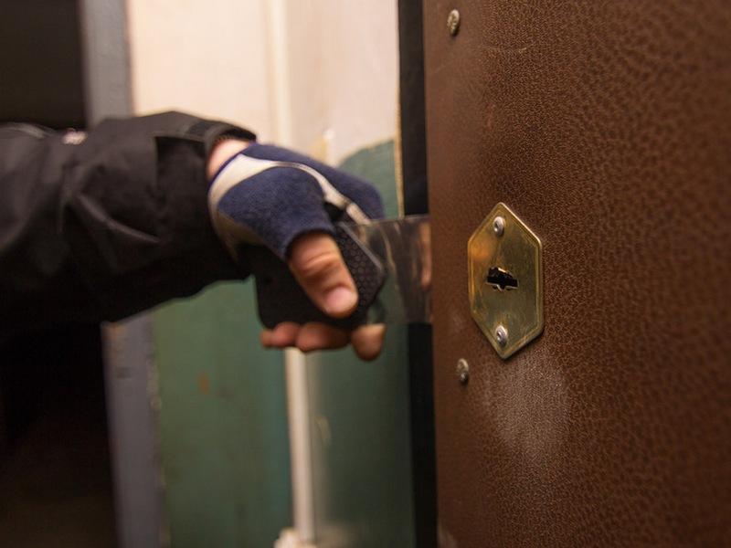 Вобщежитии Курска 17-летний ребенок обворовал сразу трёх девушек