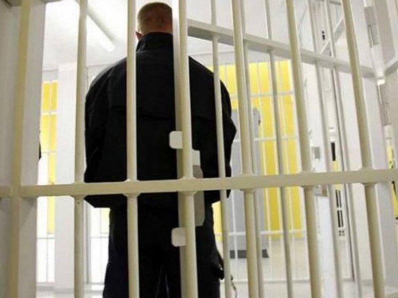 Гражданин Курской области выломал часть кирпичной стены, чтобы обворовать дачу