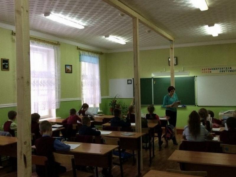 ВКурской области генпрокуратура закрыла ученический класс, где была угроза обрушения потолка
