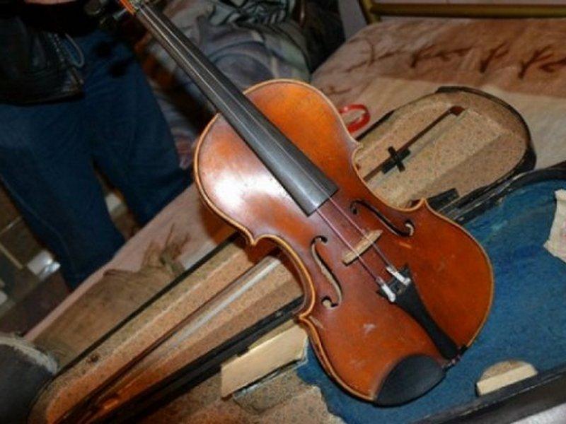Специалисты изучают «скрипку Страдивари», задержанную накурской таможне