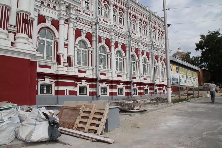 В минувшую пятницу гарнизонный дом офицеров, что в подмосковном городе юбилейный, был взят штурмом людьми